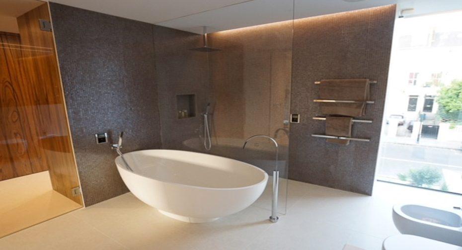 1000px-_0029_bathroom8